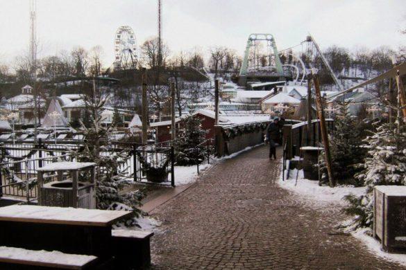 Parque de atracciones Liseberg nevado