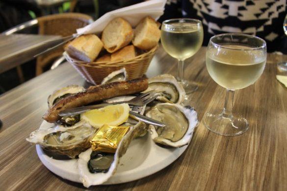 Plato de salchichas y ostras en Burdeos