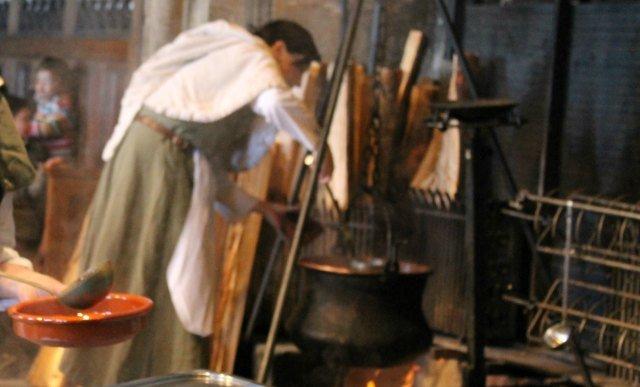 Cocinando la sopa al fuego en Chillon