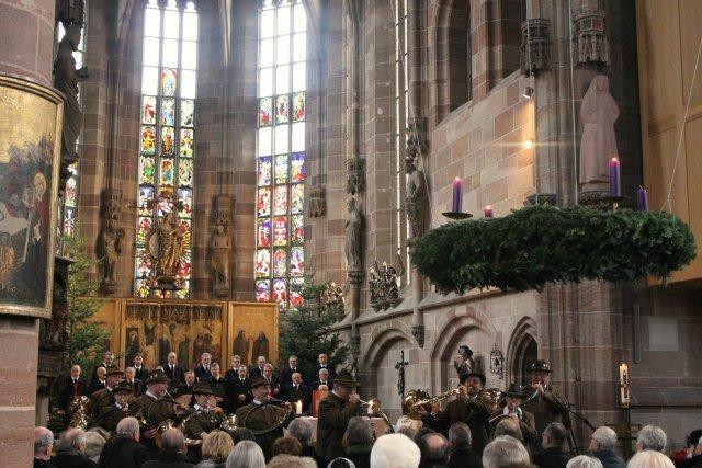 Coro cantando en la iglesia de Núremberg