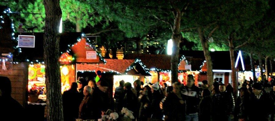 Mercadillo navideño Montreux de noche