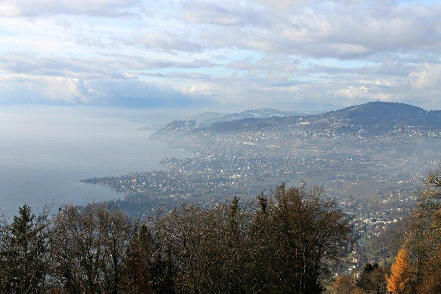 Vistas de Montreux en Suiza con el Lago Lemán