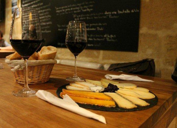 Dónde beber vino en Burdeos con queso