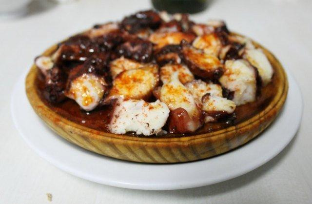Comer pulpo a feira en Galicia