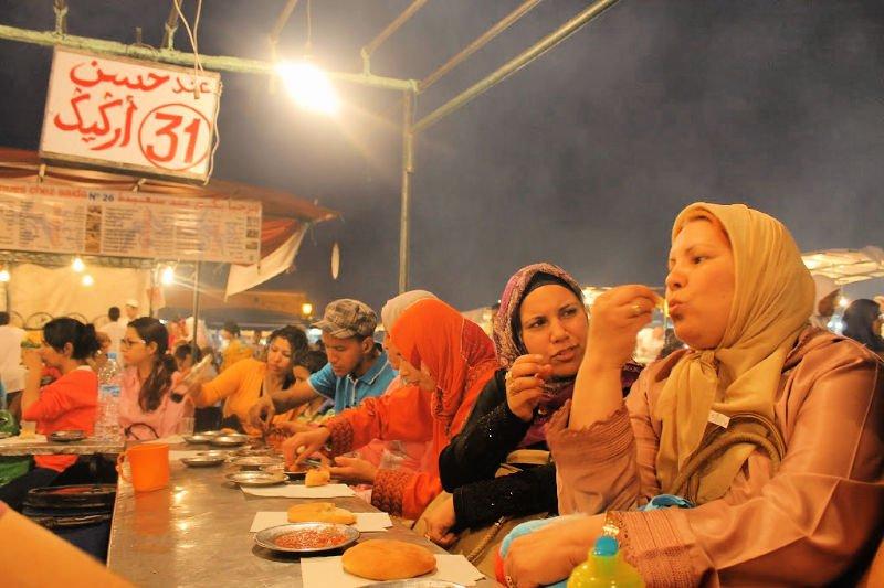 Comer en los puestos de Jemaa el Fna