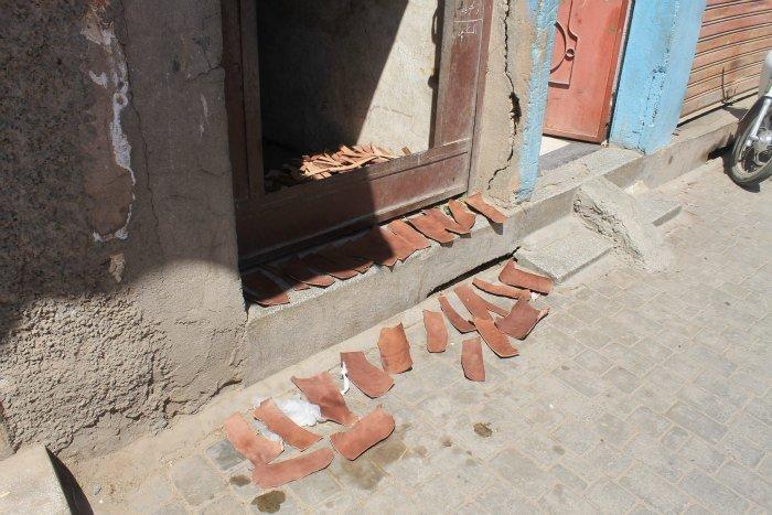 Trozos de cuero secándose en Marruecos