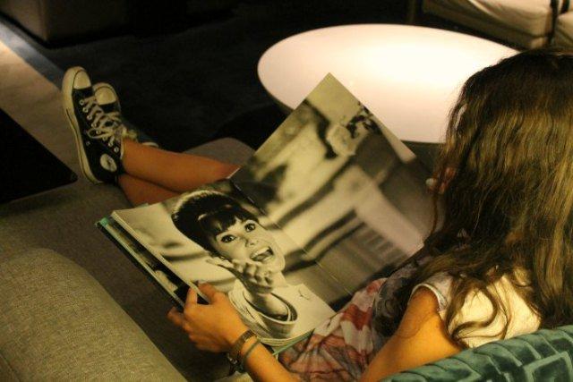 """Claudia """"leyendo"""" en el hotel de Nueva York"""