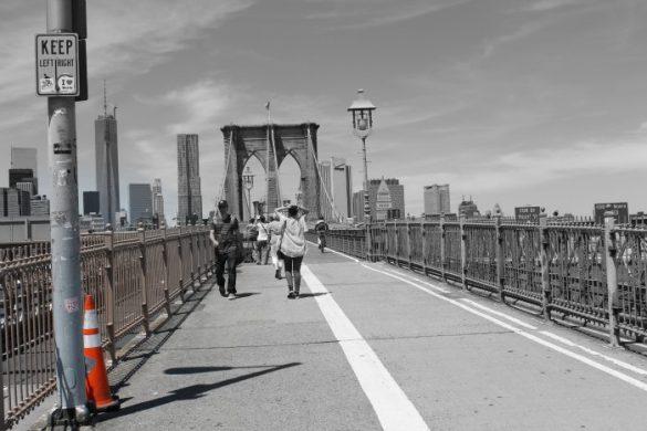 Cruzando el Puente de Brooklyn a pie