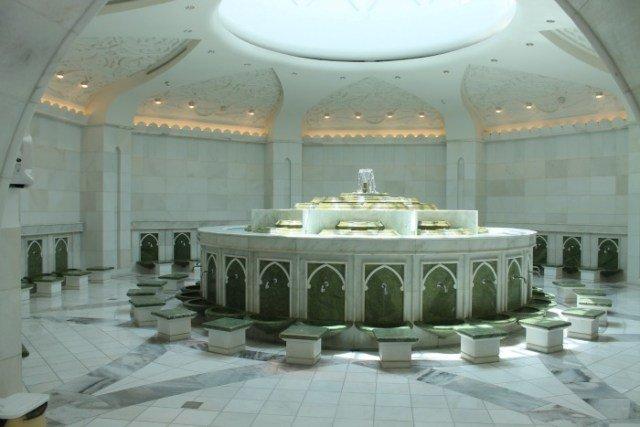 Baños en la Mezquita de Abu Dhabi