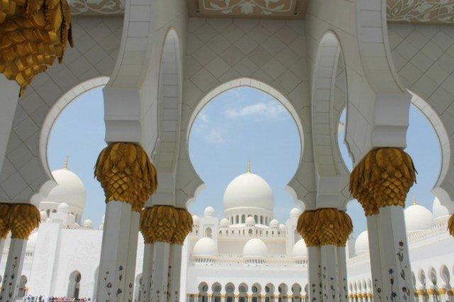 La colosal Mezquita de Abu Dhabi