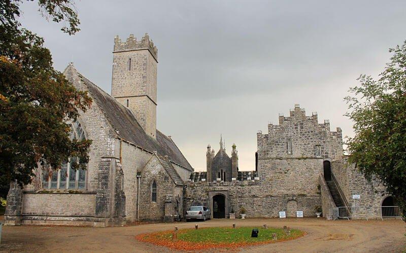 Ruinas de la Abadía de Adare en Irlanda