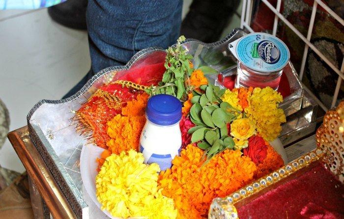 Ofrendas florales en el barrio indio de Dubái