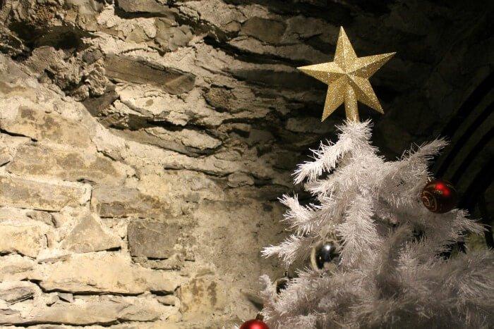 Árbol de Navidad en la cripta