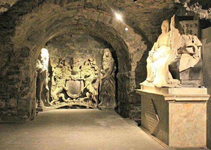 Estatuas de la cripta de la Catedral de Dublín