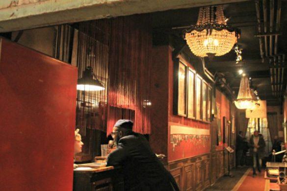 Pasillo de hotel en París