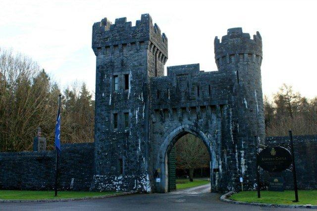 Entrada al Castillo de Ashford en Cong