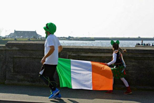Corriendo con la bandera de Irlanda