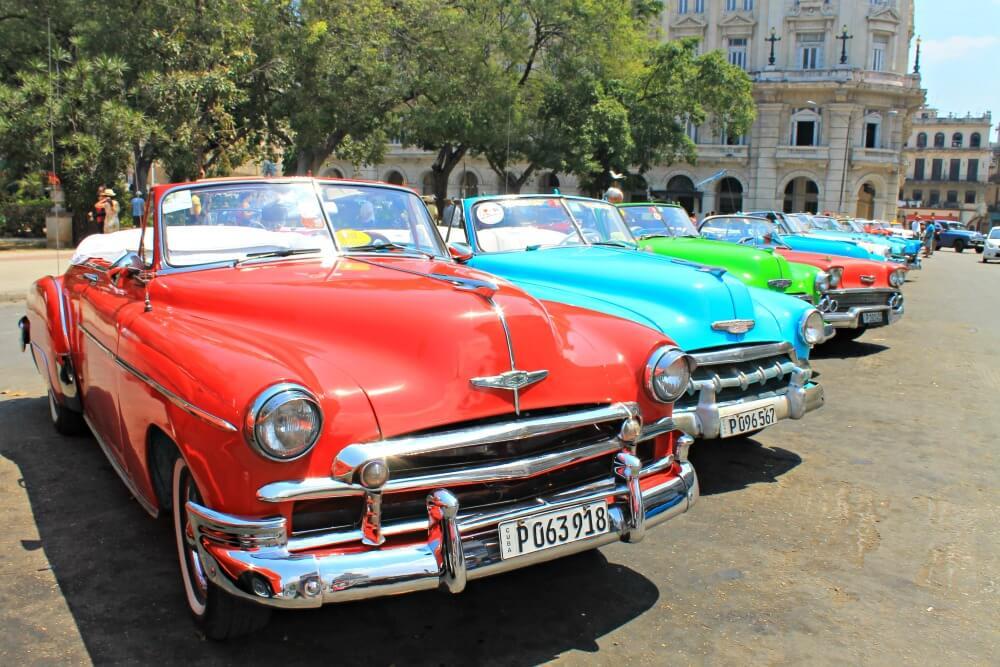 Coches de los años cincuenta en Cuba