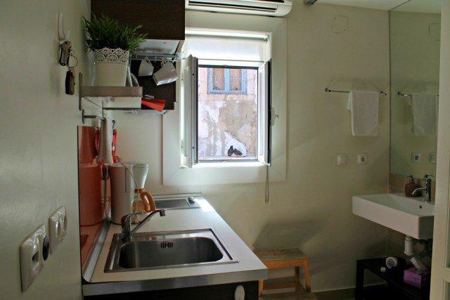 Cocina y baño en nuestro piso en Lisboa