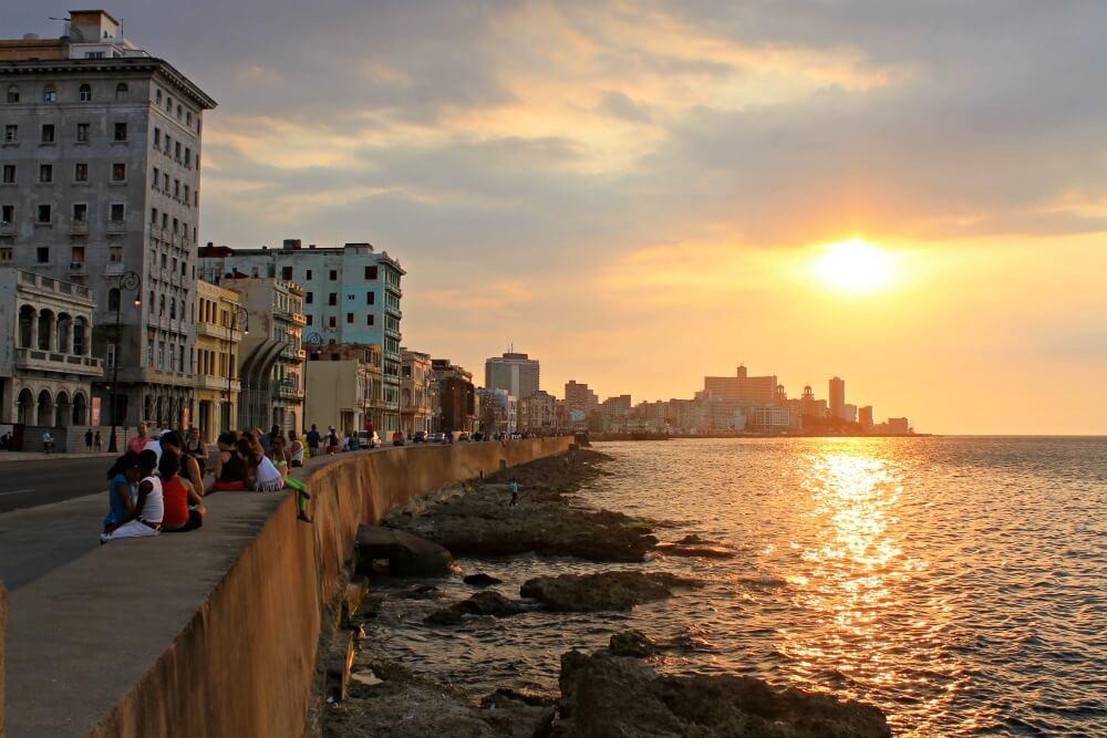 El Malecón de La Habana al atardecer