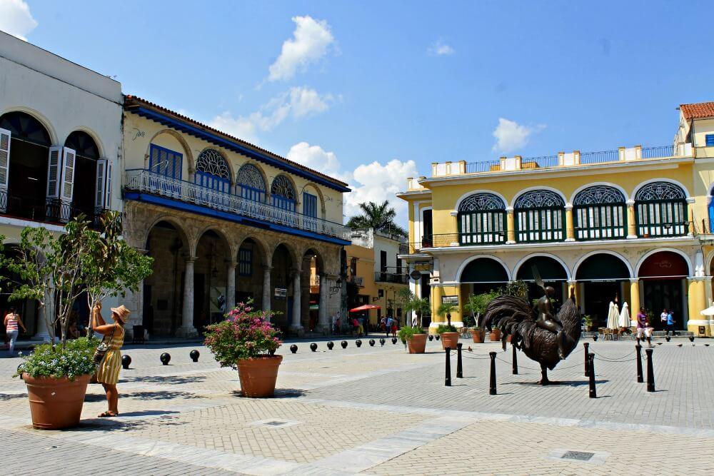Escultura en la Plaza Vieja de La Habana