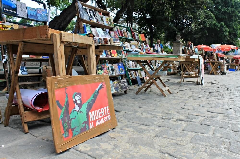 Mercado de libros usados de Plaza de Armas - La Habana