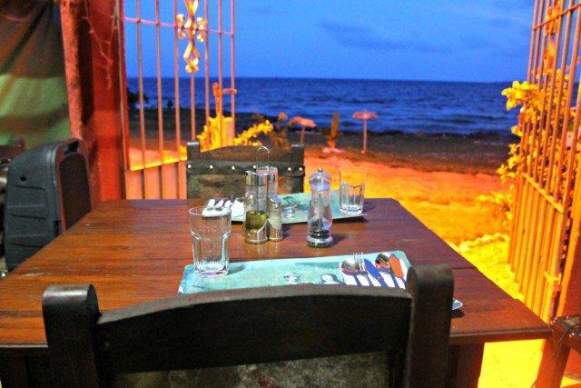 Cenar junto al mar en Cuba
