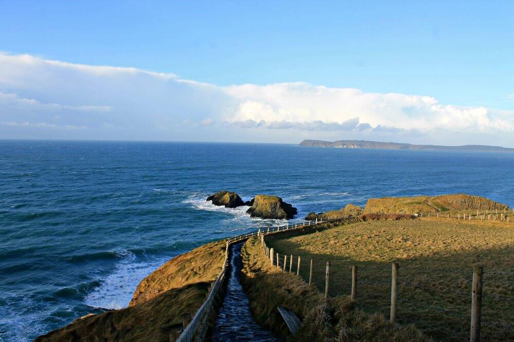 Sendero hasta el Puente Colgante - Irlanda