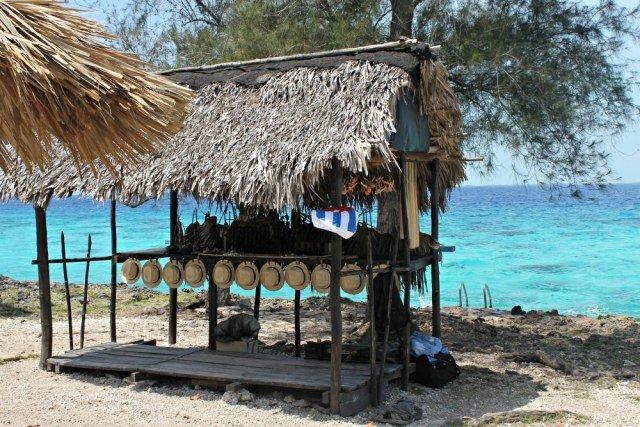 Sombreros de paja en las playas cubanas