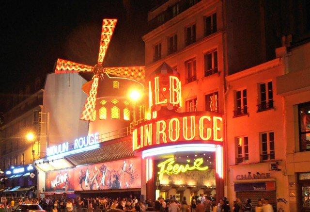 Ver un espectáculo en el Moulin Rouge