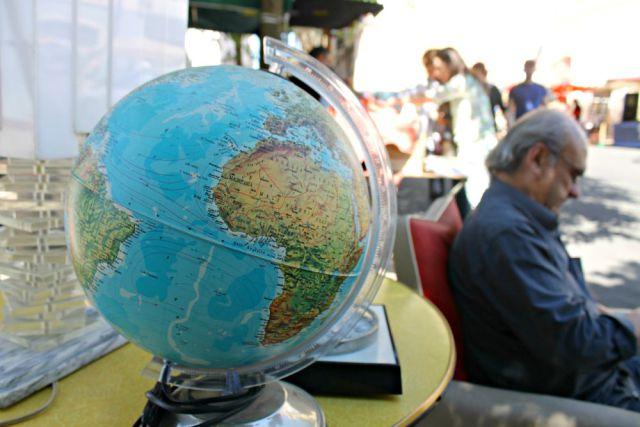 Bola del mundo en un mercado de Lisboa