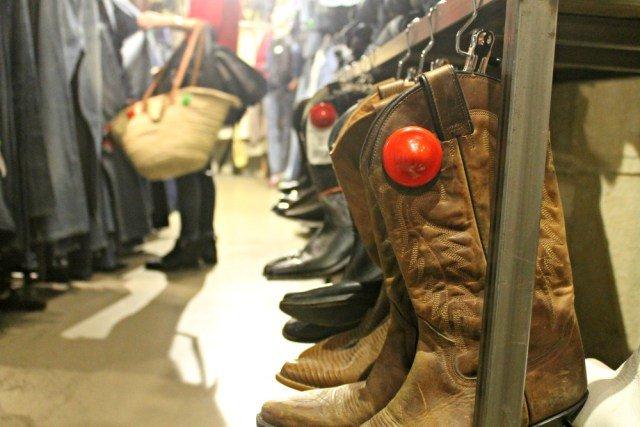 Canasto y botas en Kilo Shop