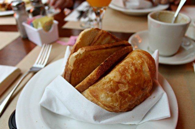 Croissant y tostadas en Pershing Square