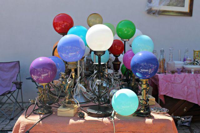 Lámparas de bola en el mercadillo de Portugal