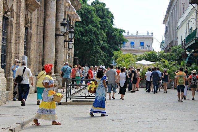 Typical cubana engatusando a turistas