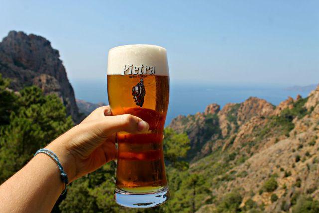 Cerveza Pietra en las Calanques de Piana