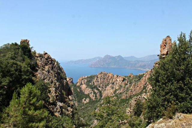El mar tras las Calancas de Piana en Córcega