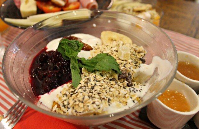 Bol de frutas y yogur