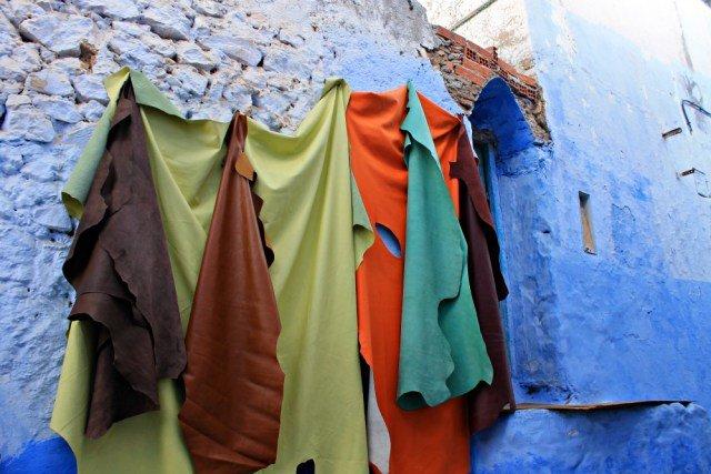 Cueros de colores en Chaouen