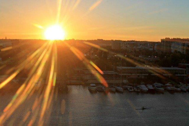 El sol dice adiós a Sevilla