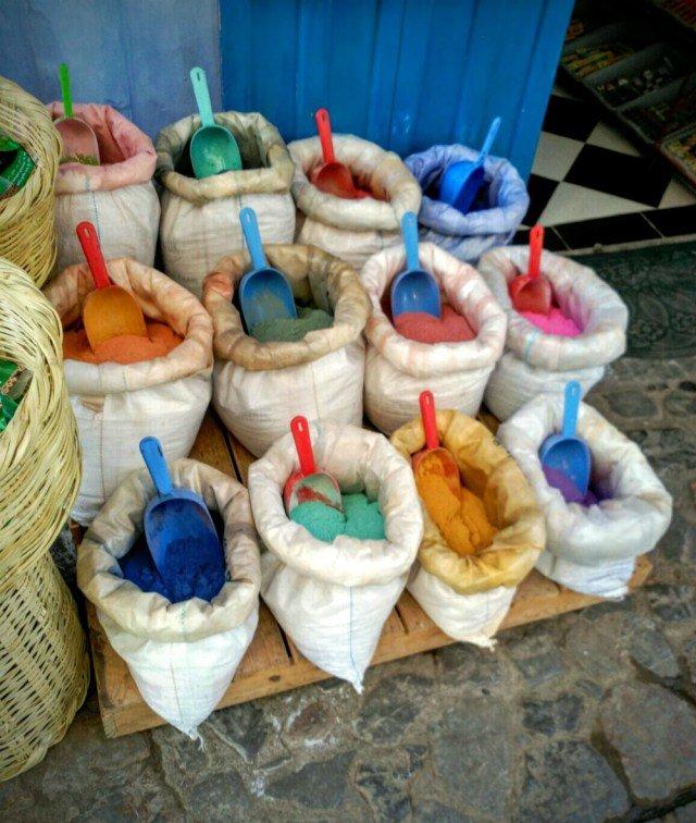 Especias en el azul de Chaouen