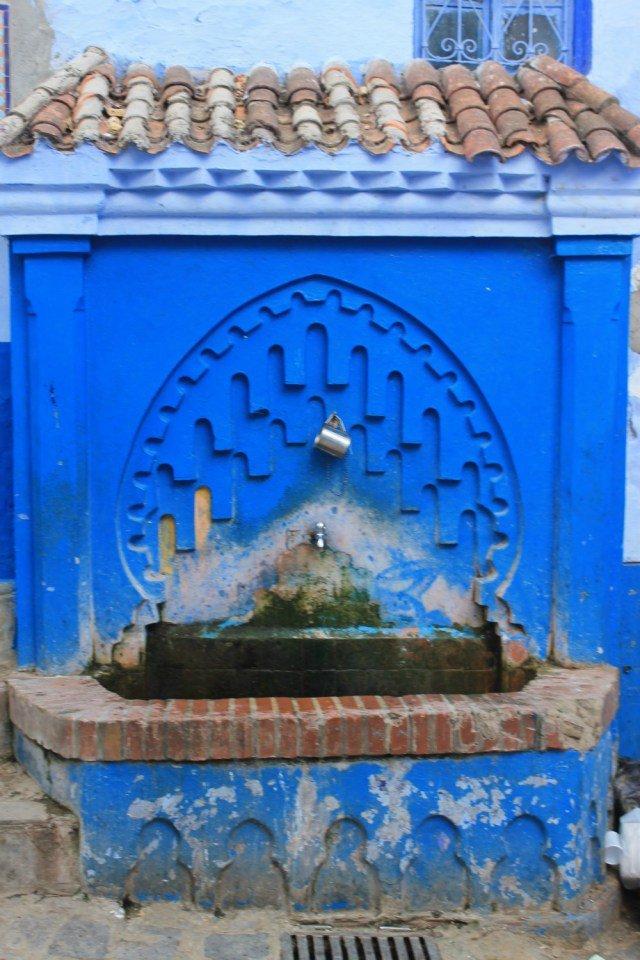 Fuente y cazo en Chaouen