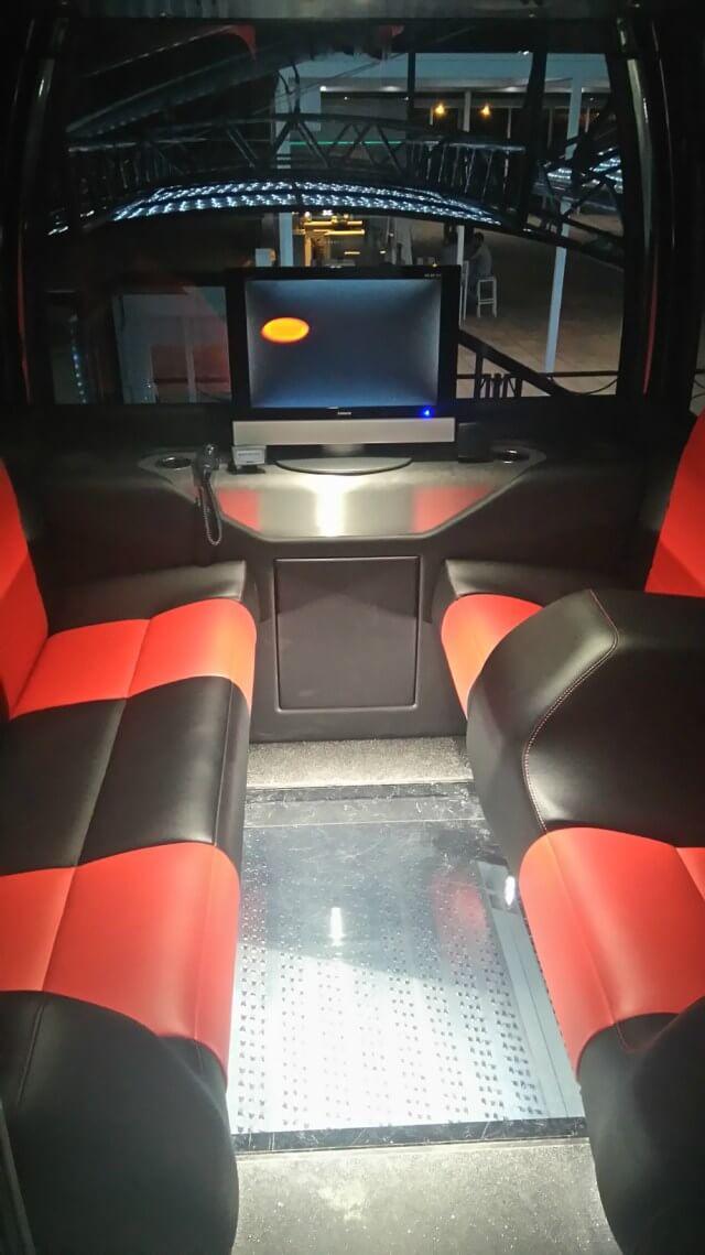 Interior de la cabina VIP de la noria