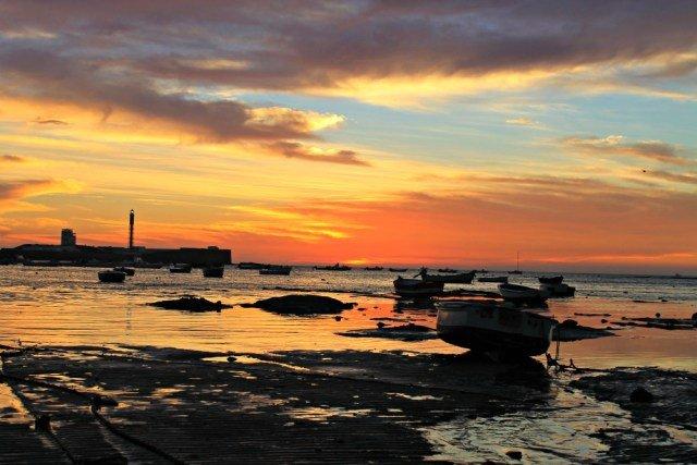 Planes románticos en Cádiz, atardecer en La Caleta - Mejores playas de Cádiz