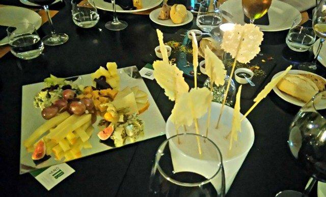 Tabla de quesos y piruletas