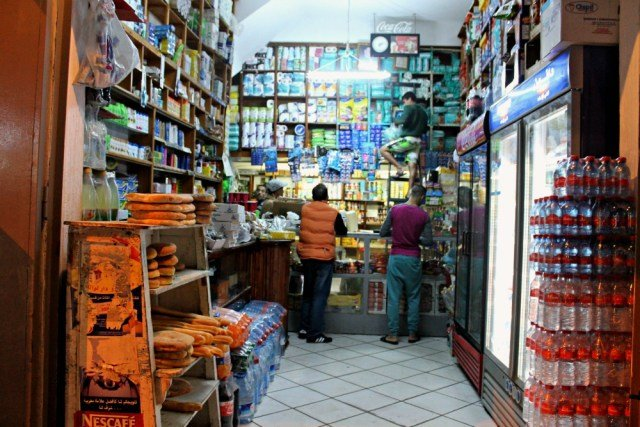 Abarrotada tienda de ultramarinos en Marruecos