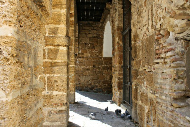 Arco de piedra ostionera - Curiosidades de Cádiz