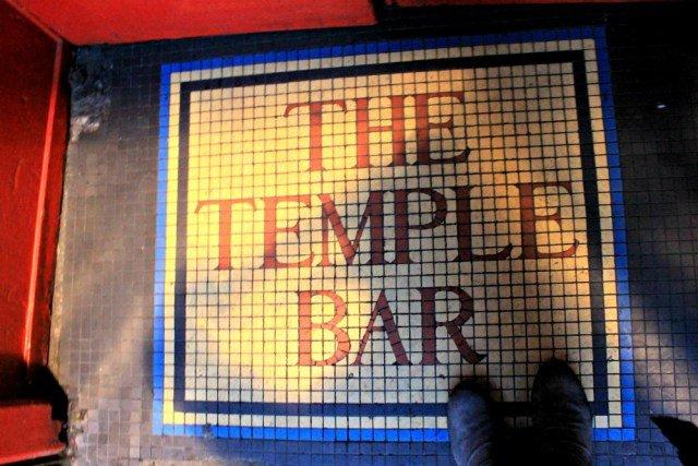 Entrar en el bar mas famoso de Dublín
