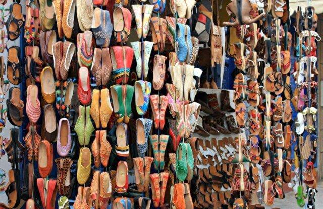 Tienda de zapatos en Asilah