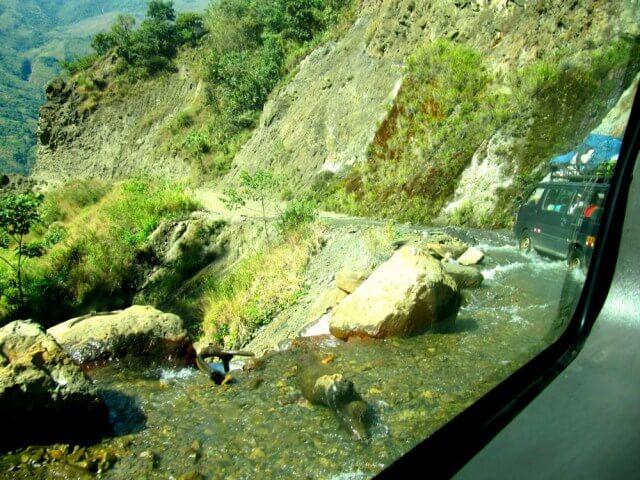 Camino a la Hidroeléctrica de Perú